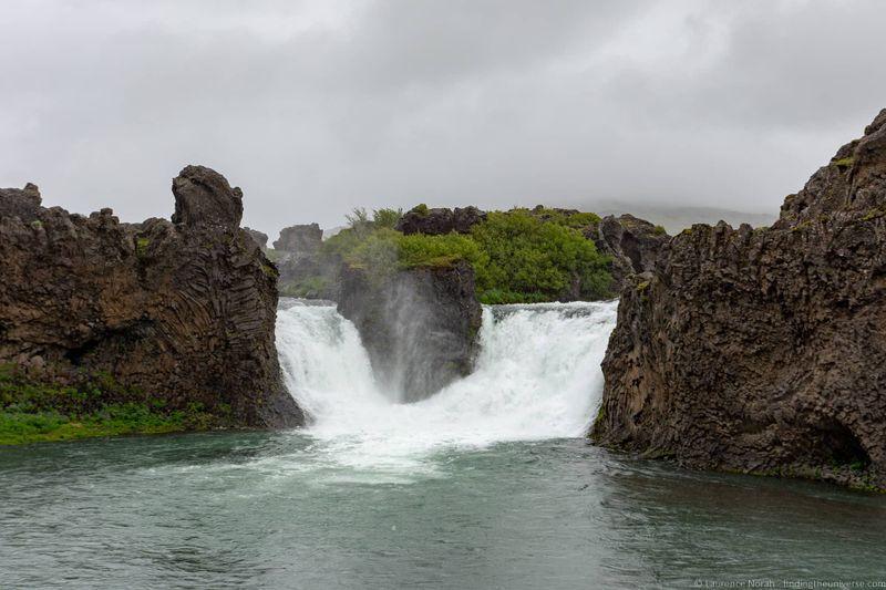 водопады Исландии 25 лучших водопадов Исландии aHR0cHM6Ly93d3cuZmluZGluZ3RoZXVuaXZlcnNlLmNvbS93cC1jb250ZW50L3VwbG9hZHMvMjAxOC8wOC9IamFscGFyZm9zcy1XYXRlcmZhbGwtSWNlbGFuZF9ieV9MYXVyZW5jZS1Ob3JhaC5qcGc