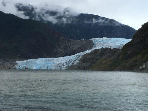Озеро Менденхолл, образовавшееся в 1930-х годах вследствие таяния ледника