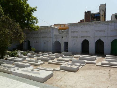 Белые гробницы Хиджрон ка Ханка