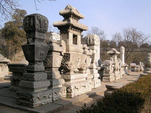 Мраморные гробницы