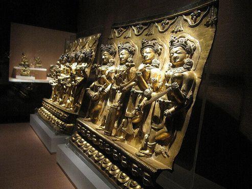 Экспонаты древнего искусства