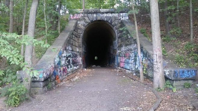 Западный вход в туннель