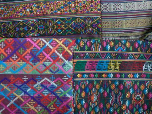 Бутанский шёлковый текстиль ручной работы