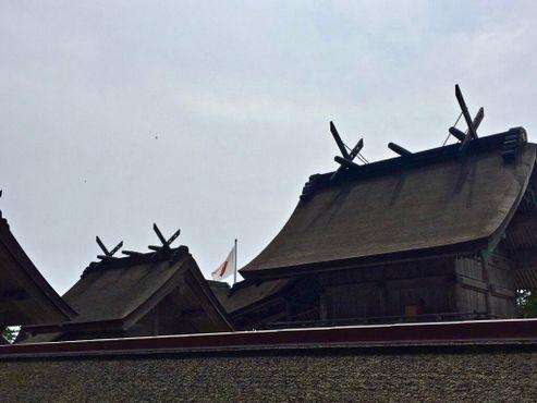 """Раздвоенные """"Тиги"""", выступающие с крыши, являются признаком архитектурного стиля святынь"""