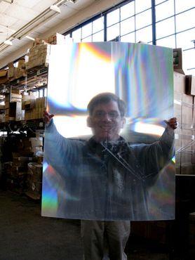 Филип Кейбл, владелец компании«Американская наука и неликвид». С помощью такой линзы можно расплавить монету...