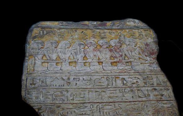Древнеегипетская табличка с иероглифами