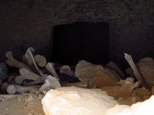 Кости в греческой гробнице