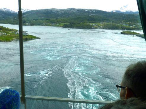 Вид на течение Сальтстраумен с моста