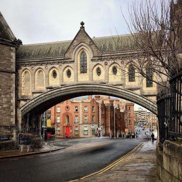 Мост над Винетаверн стрит, соединяющий Собор Святой Троицы с Дублинией