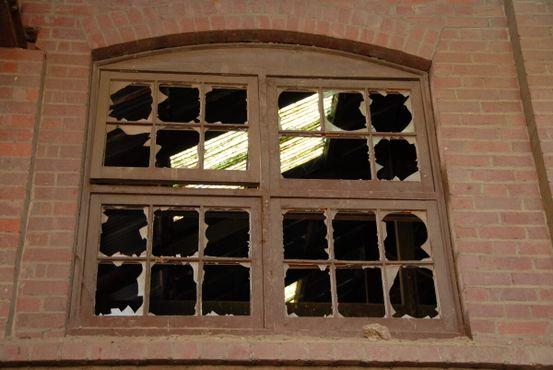 Разбитые окна (2006)