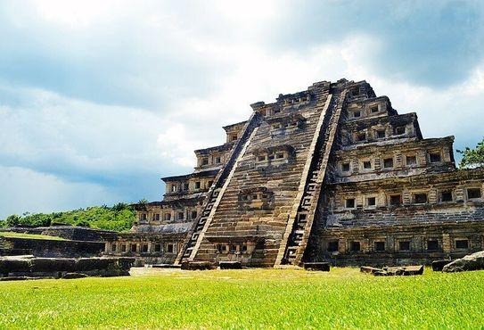 Пирамида ниш в Эль-Тахин