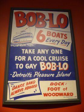 Винтажный плакат, рекламирующий лодки Бобло, на которых вы попадёте на «Остров удовольствий Детройта»