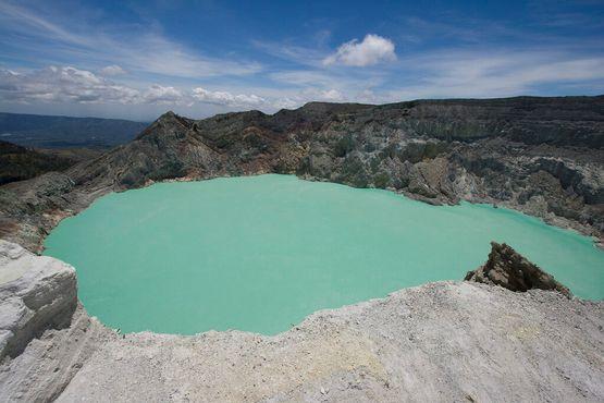 Озеро серной кислоты