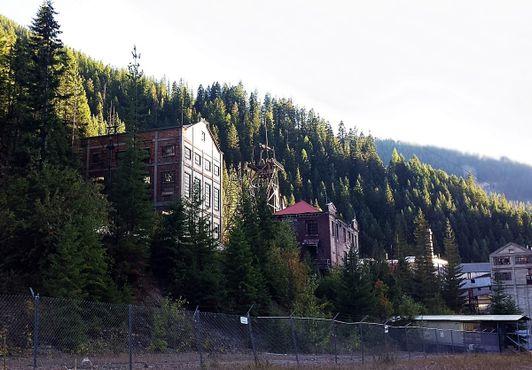 Вид на руины шахты Хэкла в Берке