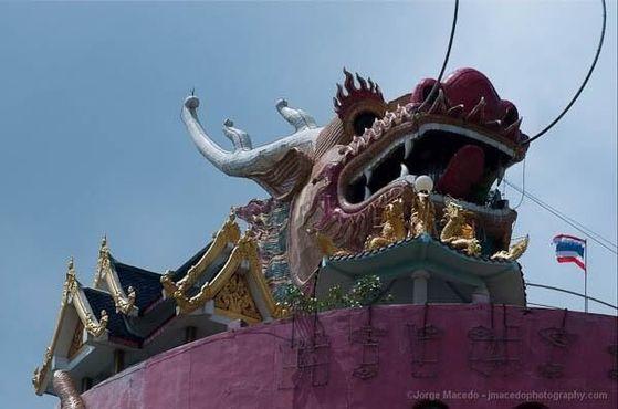 Святилище находится на вершине храма, прямо у драконьей пасти