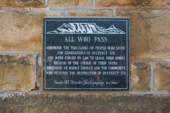 Мемориальная табличка на англиканской церкви Святого Марка