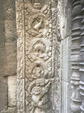 Динозавр на храме Та Прум