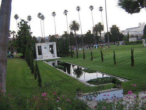 Кладбище «Голливуд навсегда»