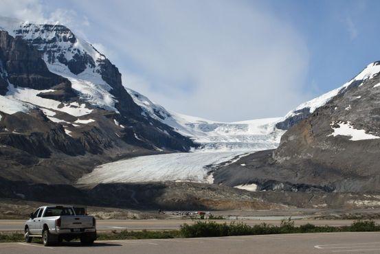 Ледник расположен на территории Национального парка Джаспера