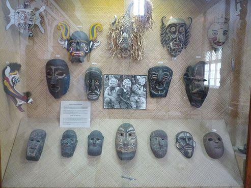 Деревянные церемониальные маски различных этнических групп