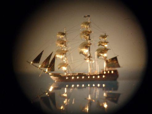 Миниатюрная пиратская лодка