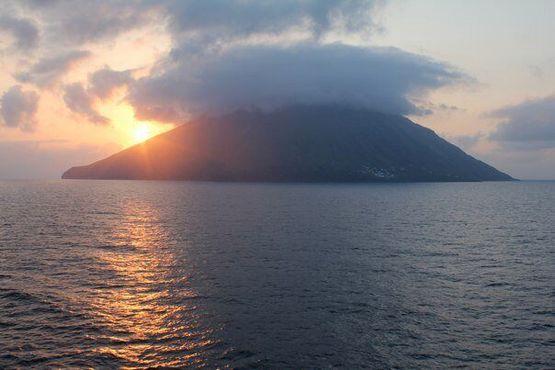 Остров Стромболи. Вид с моря