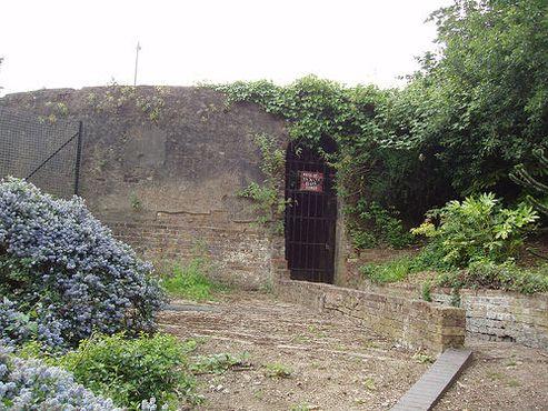 Руины южной водонапорной башни Брюнеля