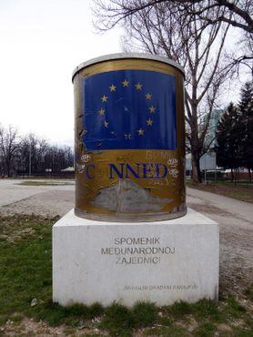 Памятник консервированной говядине ICAR, Сараево