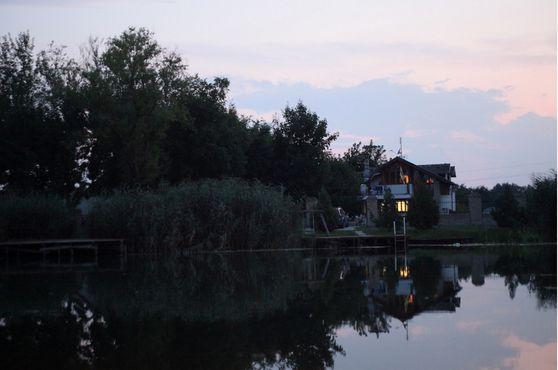 Дом Правительства Либерленда с другой стороны канала, Бездан, Сербия