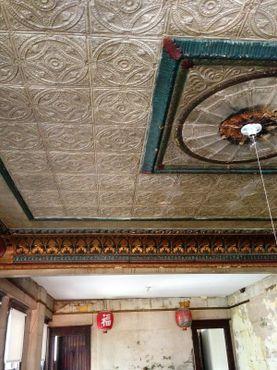 Жестяной потолок