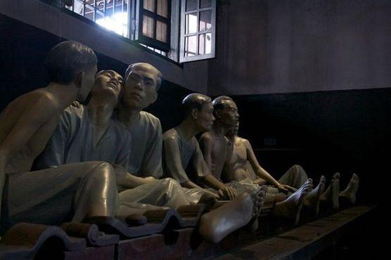Скульптуры в тюрьме Хоало, Ханой