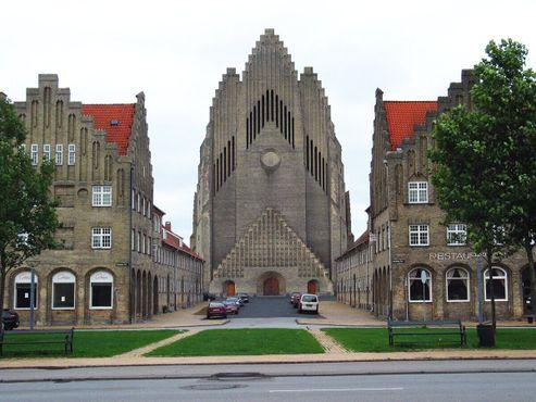 Церковь Грундтвига, вид на западную стену