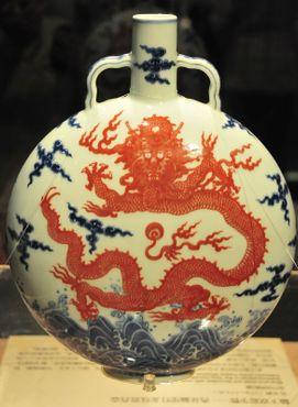 Ваза эпохи династии Мин