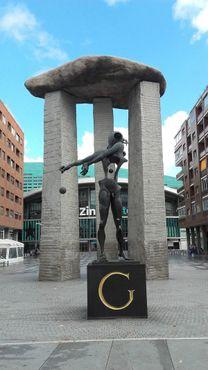 Монумент полностью