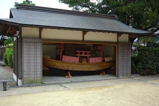Павильон с копией лодки