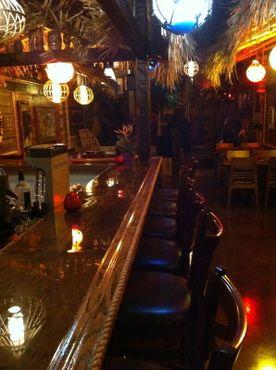 За барной стойкой«Комнаты бесстыжего Тики»
