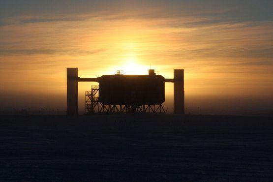 Исследовательская станция«Ледяной куб»
