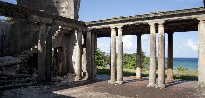 Внутренний двор, ступени, колонны