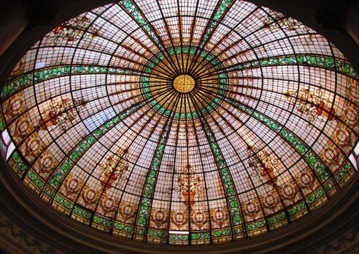 Витражный купол в лобби отеля Gran Bolivar