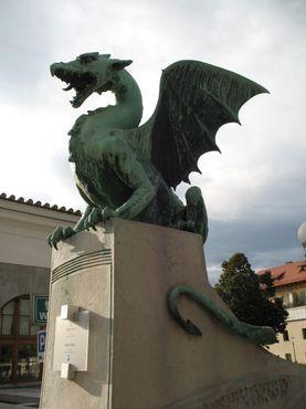 За этими пределами драконам быть