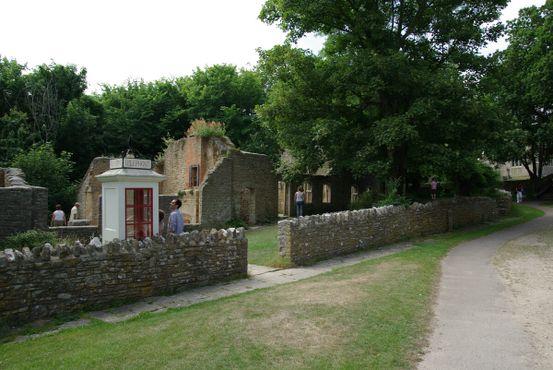 Здания в деревне Тайнхем—дом пастухов и почта, она же магазин