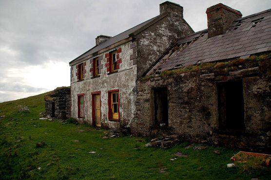 Один из больших заброшенных домов