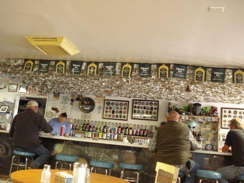 Литтл А'Ле'Ин расширился до ресторанчика с баром и сувенирным магазином слева от него