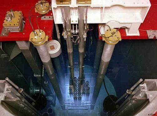 Так выглядит синее свечение, вызванное черенковским излучением на подобном реакторе