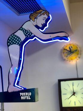 Миниатюрный отель «Пуэбло»/ «Ныряльщица» Пиккарретта-Дэйвиса