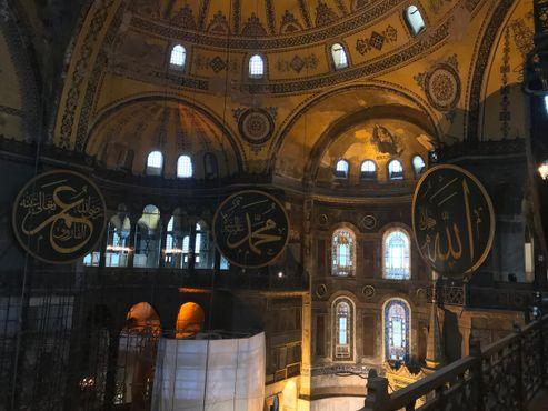 Вид интерьера собора Святой Софии с того места, где находятся руны