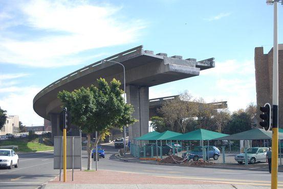 Незаконченный мост Кейптауна