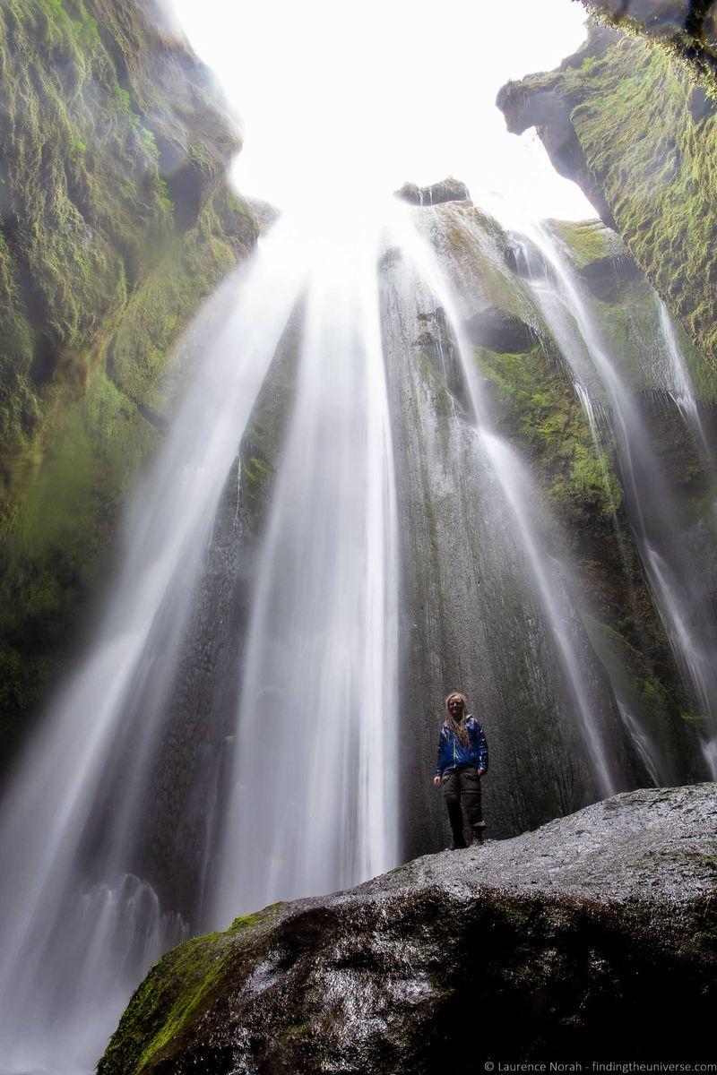 водопады Исландии 25 лучших водопадов Исландии aHR0cHM6Ly93d3cuZmluZGluZ3RoZXVuaXZlcnNlLmNvbS93cC1jb250ZW50L3VwbG9hZHMvMjAxOC8wOC9HbGolQzMlQkFmcmFiJUMzJUJBaS13YXRlcmZhbGwtSWNlbGFuZF9ieV9MYXVyZW5jZS1Ob3JhaC0xLmpwZw