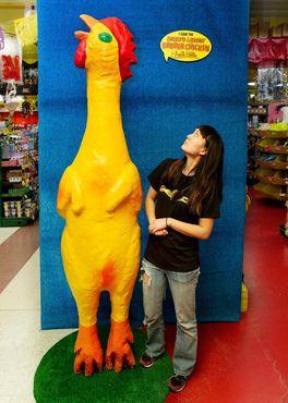 Самый большой в мире резиновый цыпленок