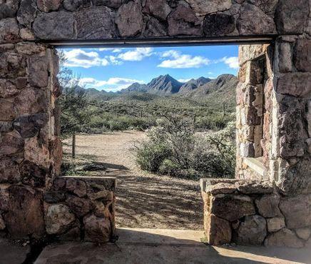 Вид на долину из усадьбы